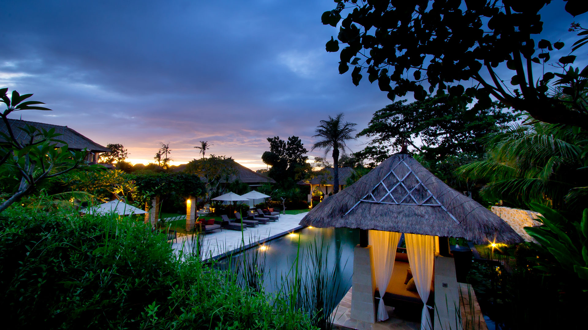 Villa Teresa is a beachfront luxury villa in Canggu, with a combination of luxury and classical Balinese de