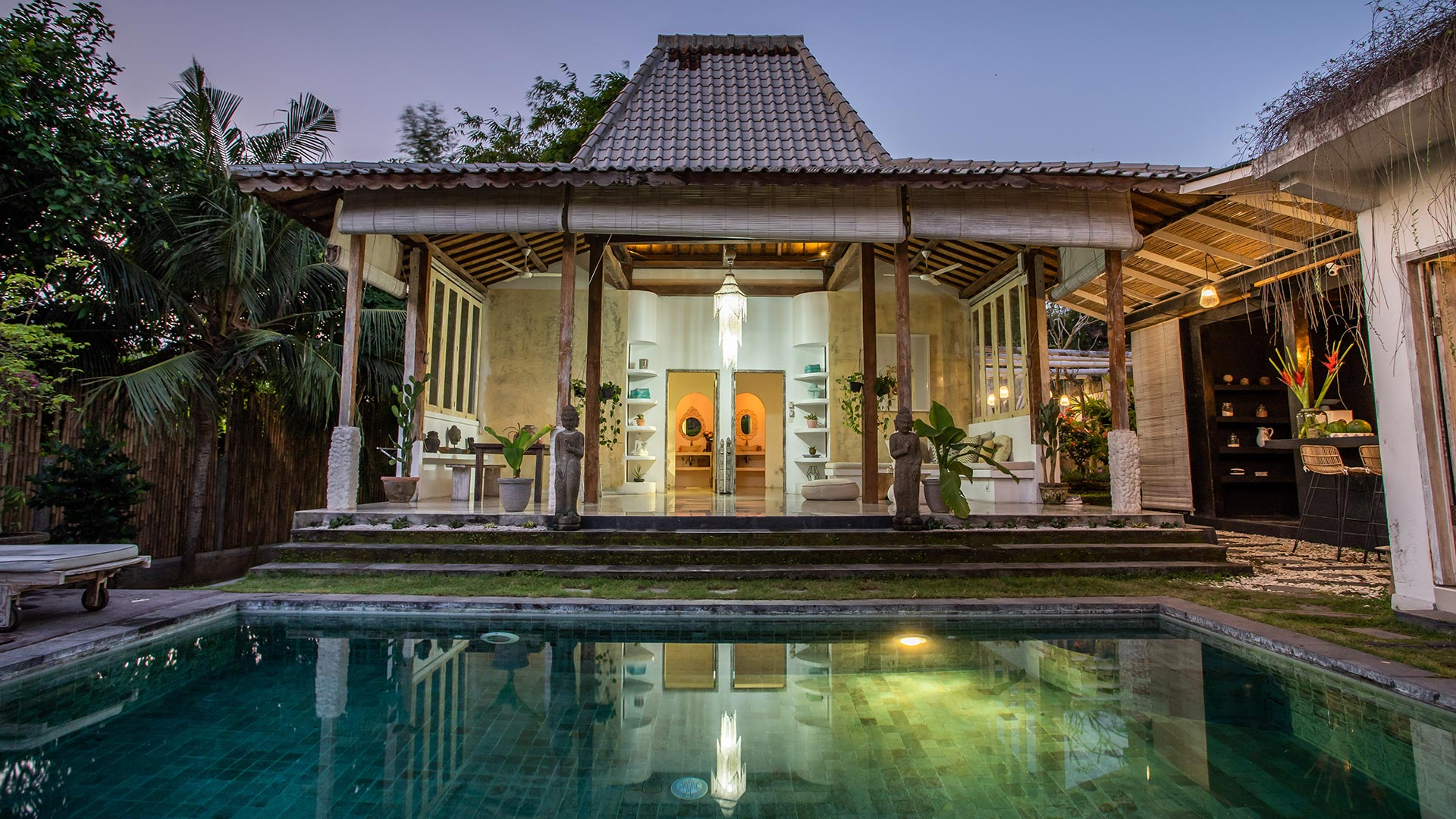 Situated in the middle of Canggu village, this villa has a classic design with joglo shapped main house. Medium sized square pool...