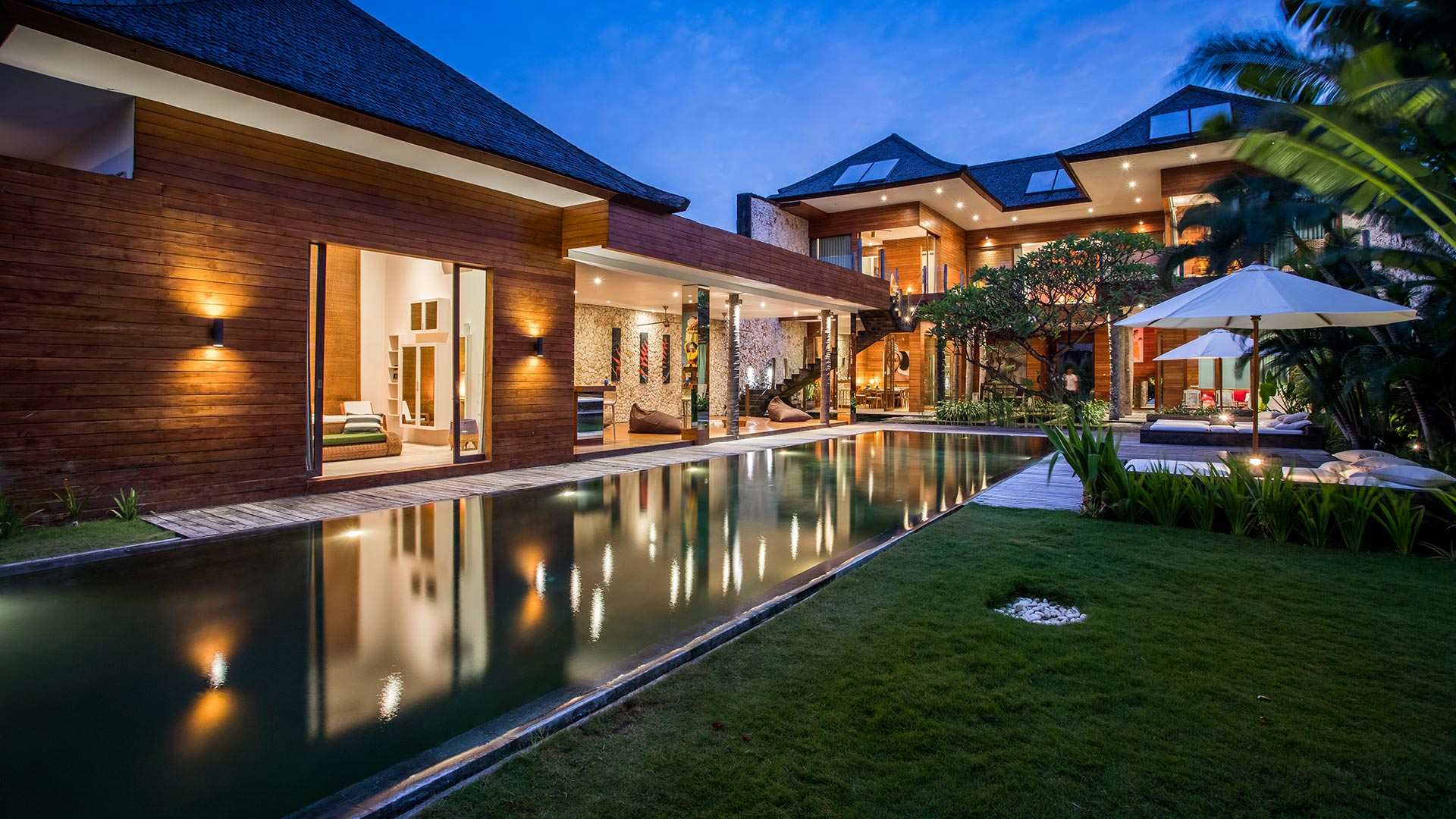 Eko Villa Bali is an exclusive 4 bedroom villas situated in strategic area of Seminyak, nearby beaches and famous restaurants.