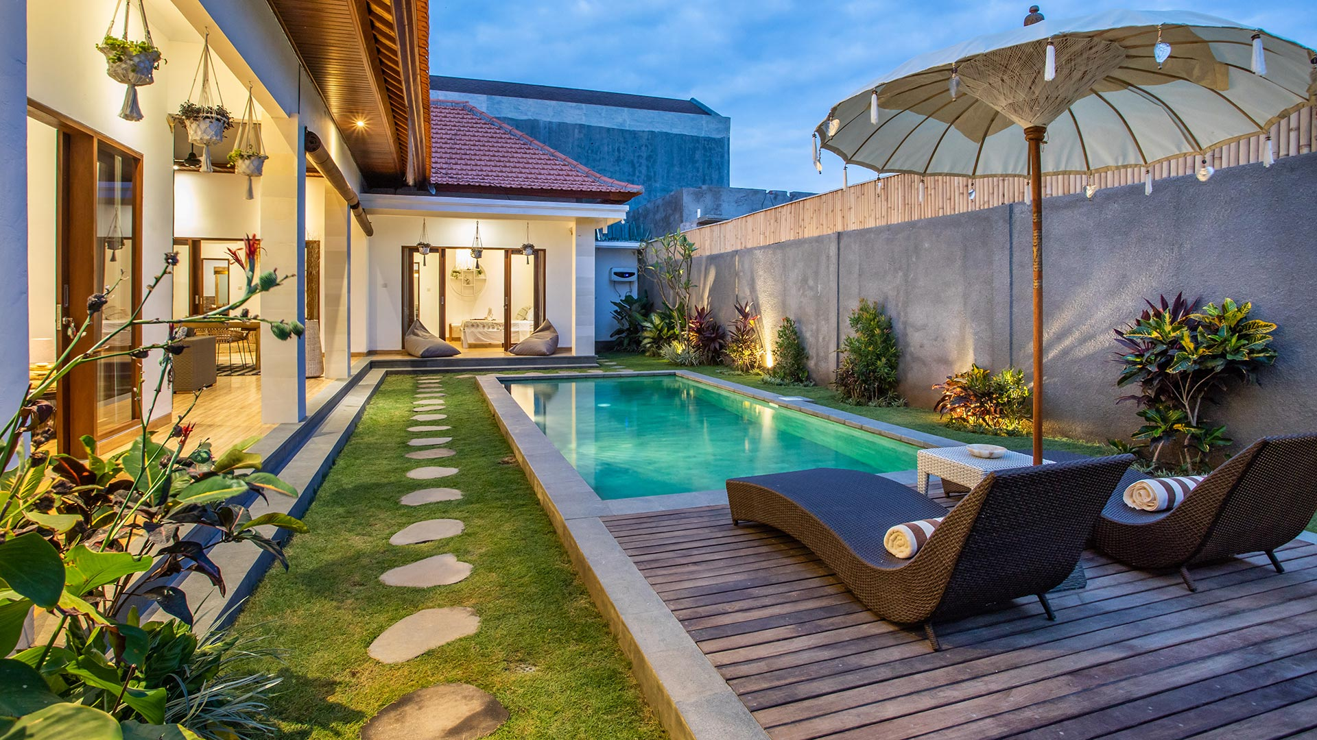 Minimalist 3 bedroom villa located in Berawa, Canggu...