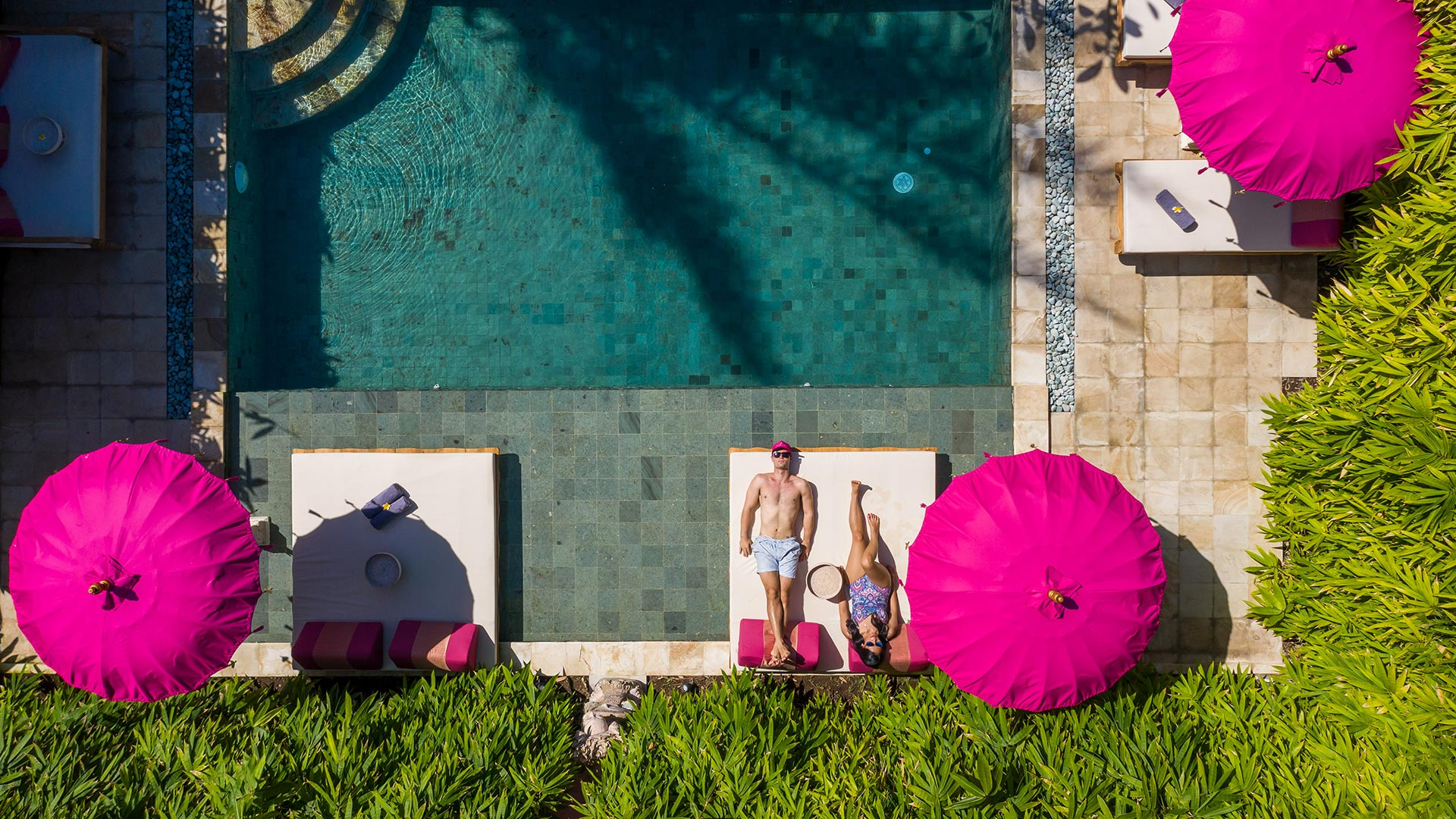It's a brand new boutique hotel located in the western side of Sanur village, Denpasar. Like its name, Pink hotel has a dominant pink colors in every sides...