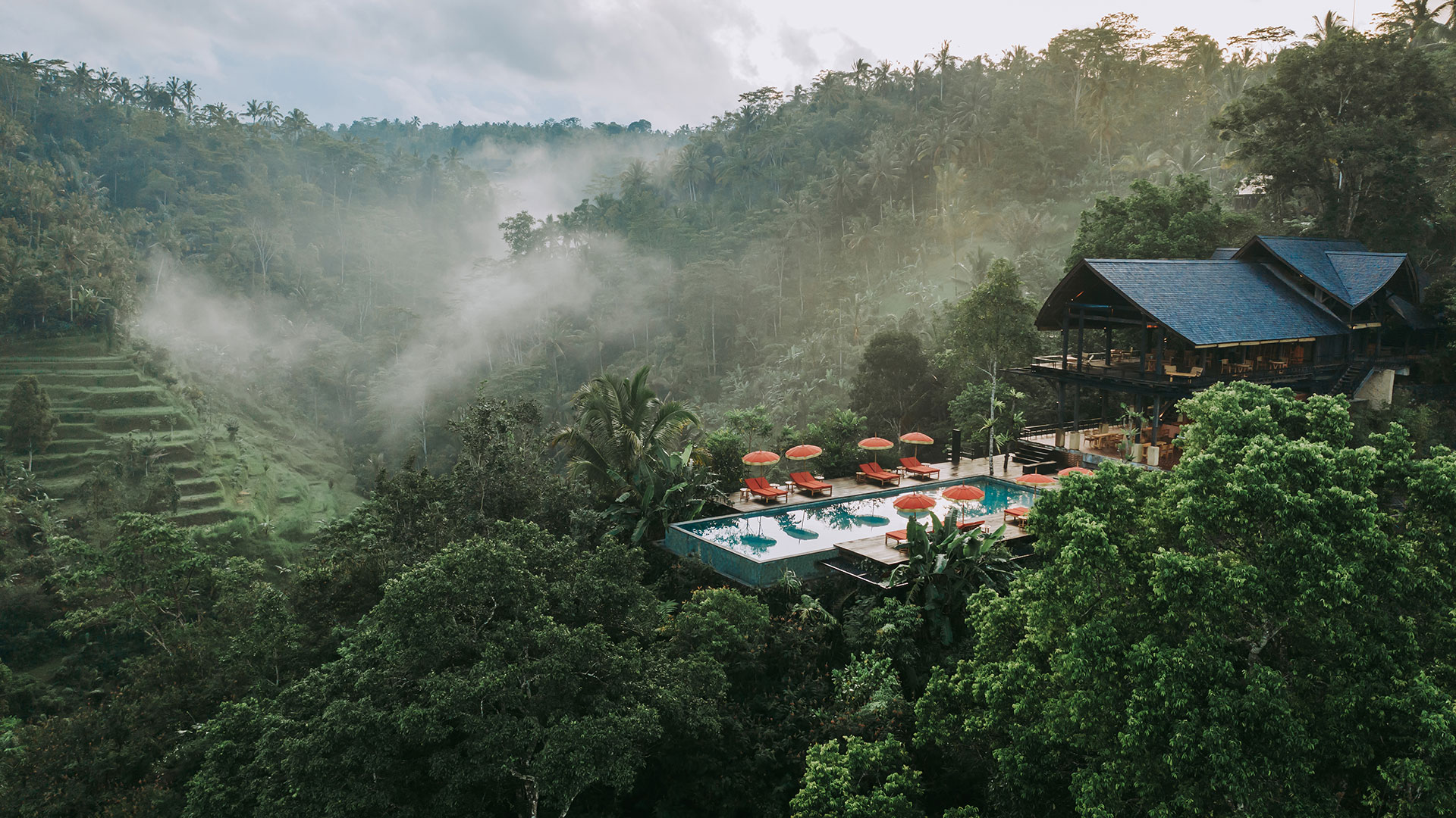 This is one of the most spectacular resort that we have ever shot and also the most challenging. Buahan is a Banyan Tree Escape, located in one of the valleys of Buahan...